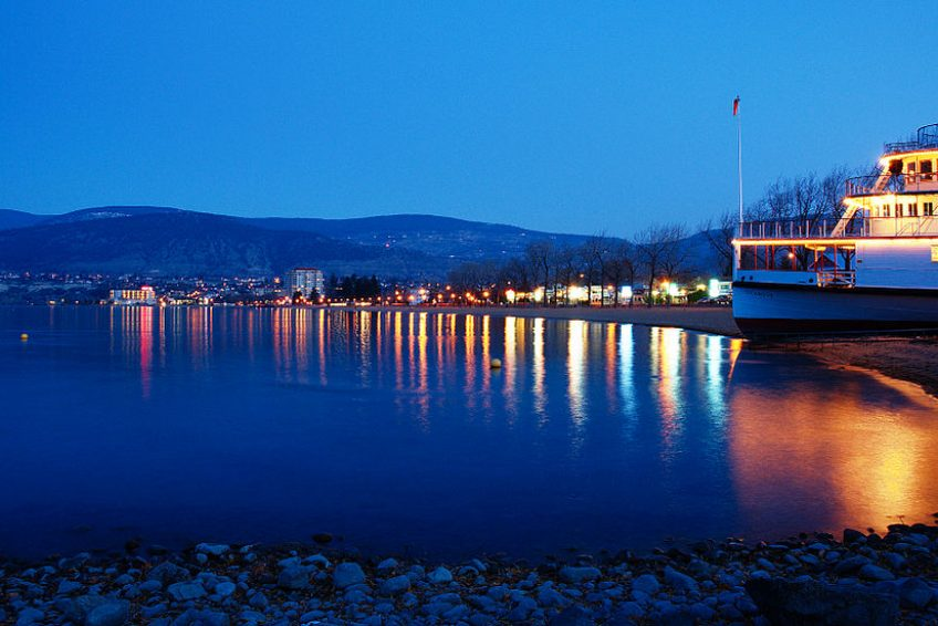 Okanagan Beach Lakeshore at dusk | Credit: Darren Kirby CC BY-SA 3.0 Wikimedia
