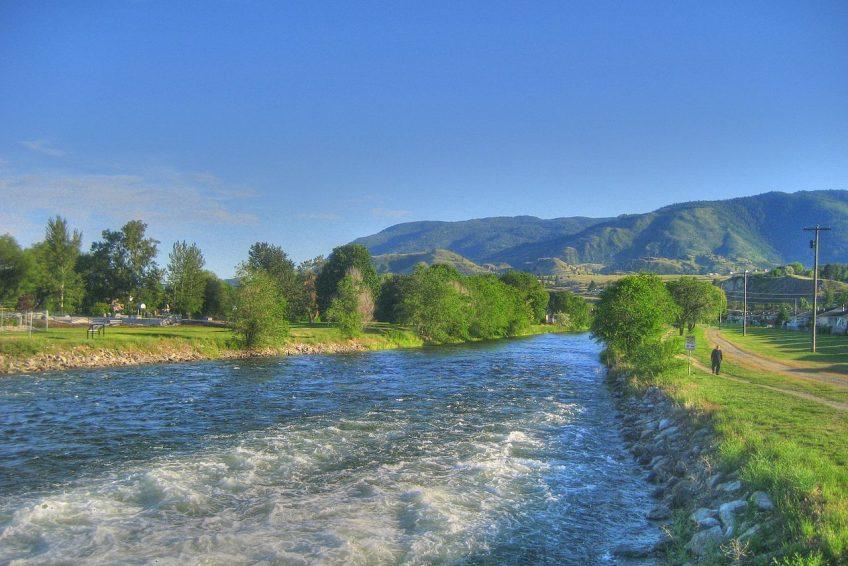 Okanagan River and walking, cycling path   Credit: Kyle Pearce CC BY-SA 2.0 Wikimedia