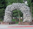 One of 4 iconic arches made from shedded elk antlers located on each corner of the Town Square | Credit: Monster 1000 CC BY-SA 3.0 Wikimedia