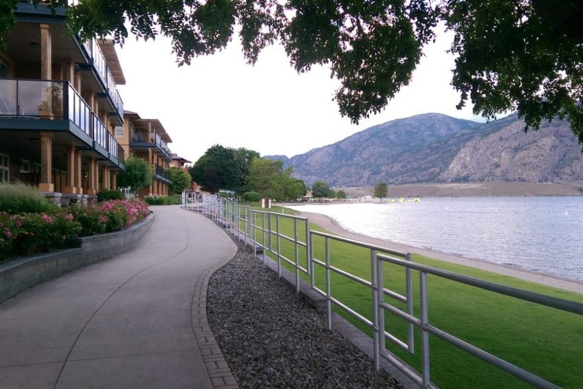 Residences and walkway along Gyro Park in Osoyoos